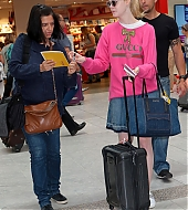 elle fanning, nice, cannes, airport